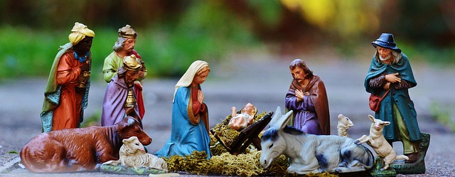 christmas-crib-figures-1060026_640.jpg
